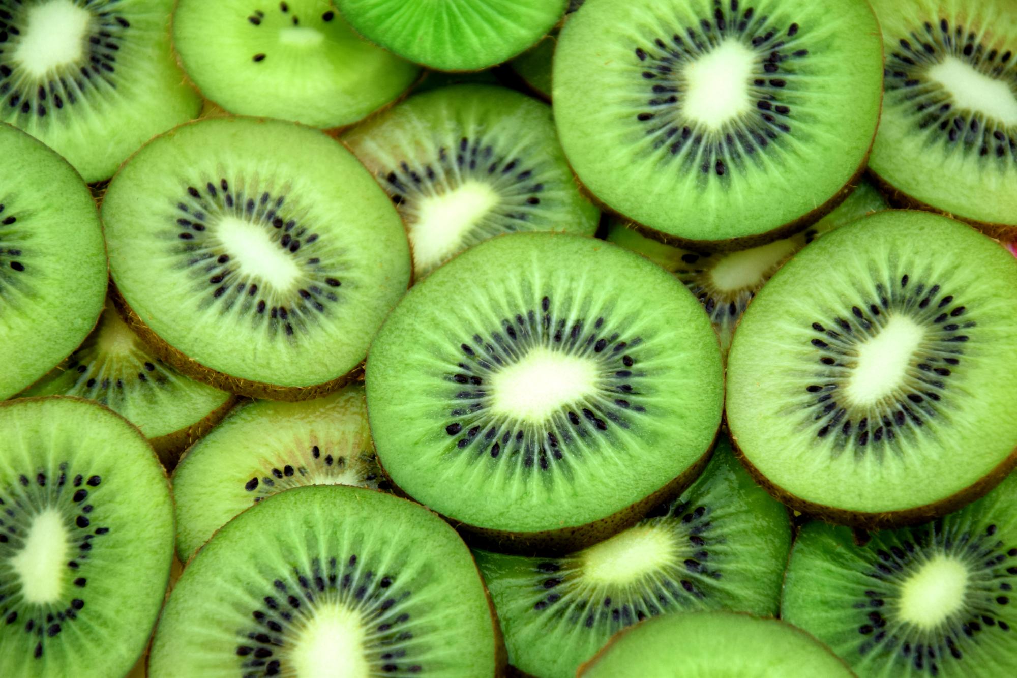 fresh slices of kiwi fruit